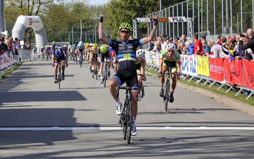 Johim Ariesen wint de 45e Dorpenomloop door Drenthe.